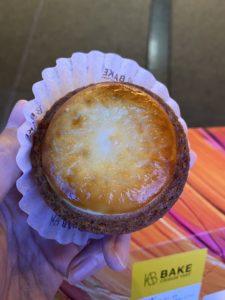 ベイクチーズタルトの焼きたてチーズタルト