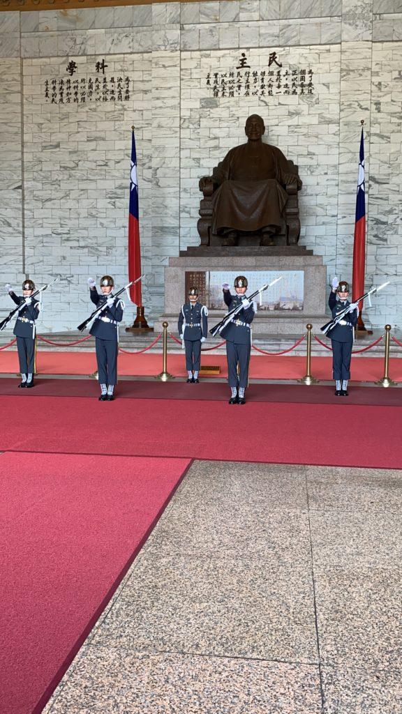 中正紀念堂の衛兵交替式
