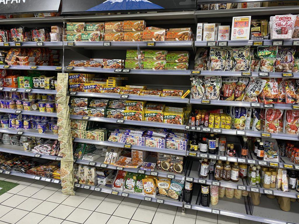 カルフールの日本商品の棚